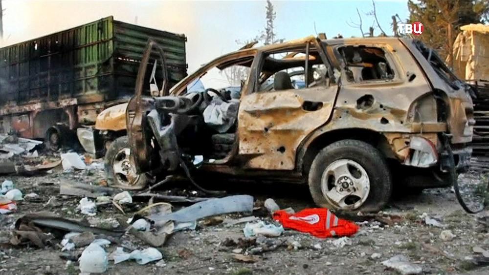 Последствия обстрела гуманитарного комвоя в Сирии