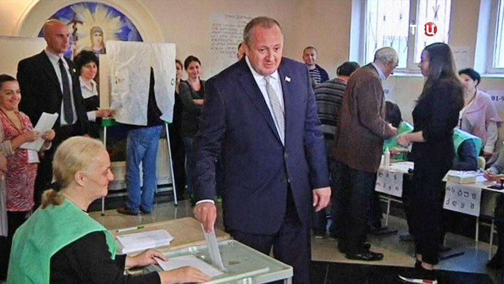 Президент Грузии Георгий Маргвелашвили голосует на выборах