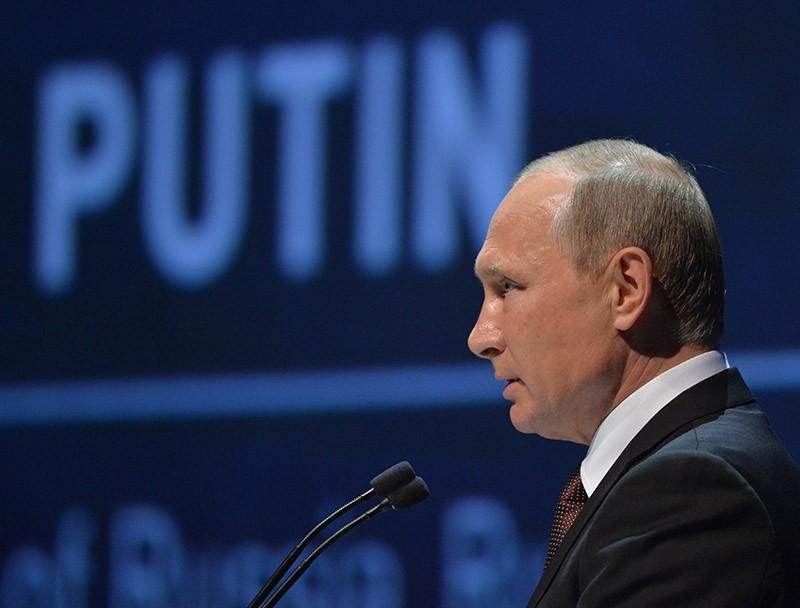 Президент России Владимир Путин выступает на 23-м Мировом энергетическом конгрессе в Стамбуле