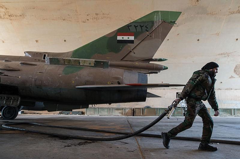 Подготовка истребителя Су-22 ВВС Сирии к вылету