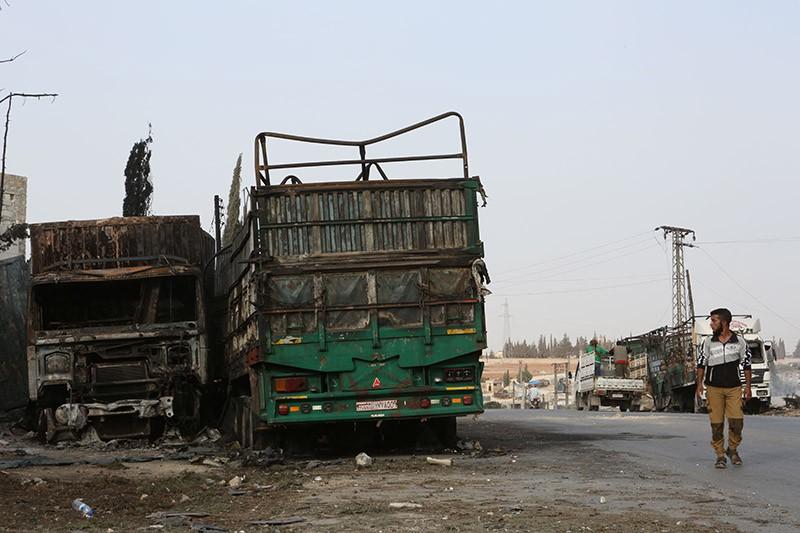 Сгоревшие автомобили колонны гумконвоя под Алеппо, Сирия