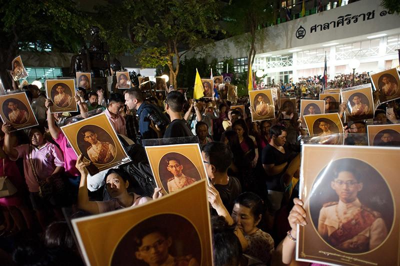 Траур в Таиланде по умершему королю Пхумипону Адульядету