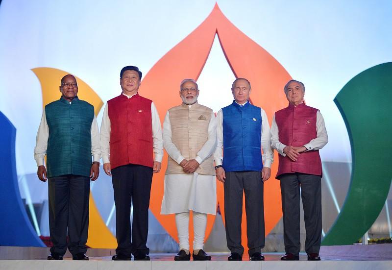 Лидеры стран БРИКС на совместном фотографировании