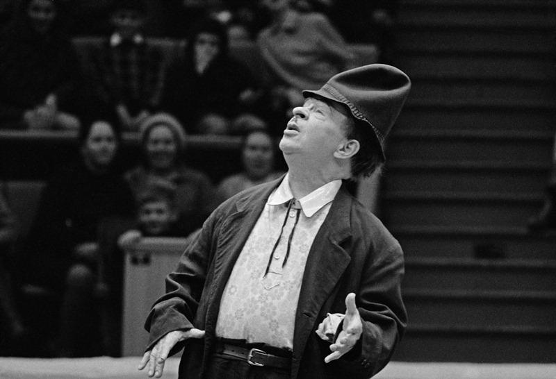Выдающийся советский клоун, Герой Социалистического Труда, народный артист СССР Карандаш (Михаил Николаевич Румянцев) (1901-1983) в цирке на Цветном бульваре в Москве
