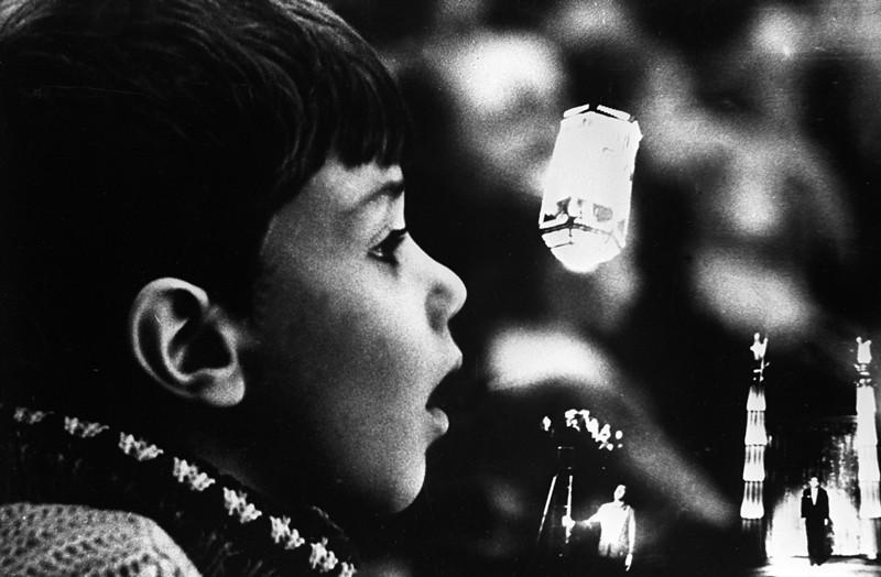 Юный зритель на цирковом представлении артиста цирка и иллюзиониста Игоря Кио на арене Московского цирка на Цветном бульваре