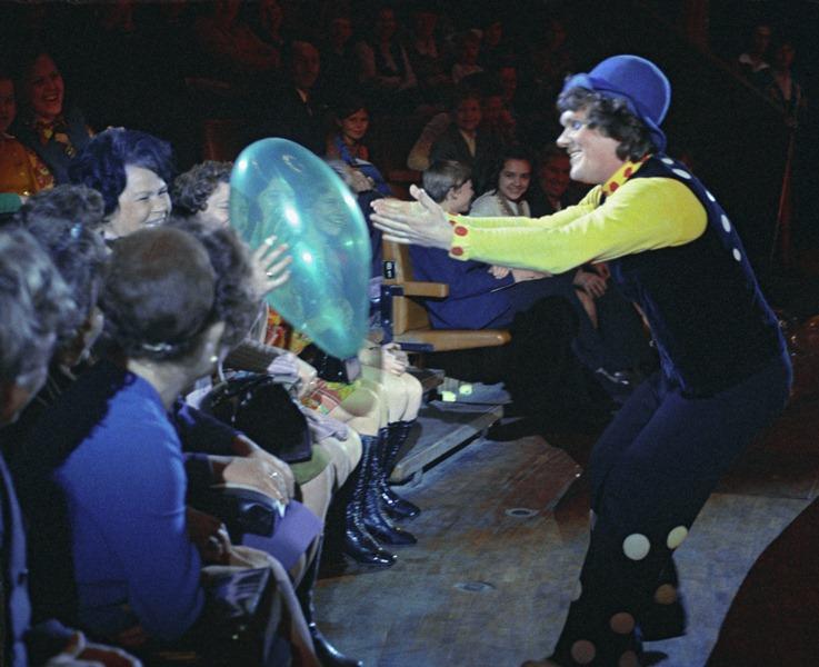 Советский клоун, дрессировщик кошек Юрий Дмитриевич Куклачев на арене цирка на Цветном бульваре в Москве