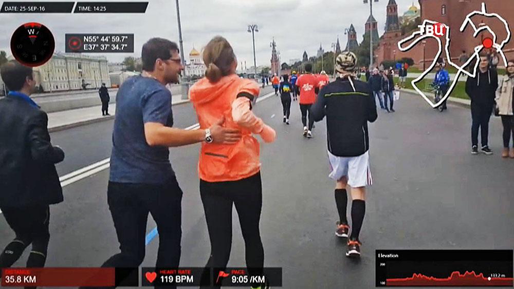 Участники марафона у стен Кремля