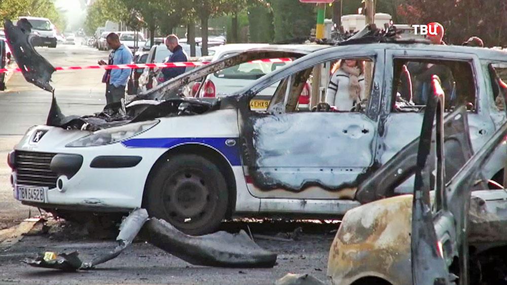 Сгоревший автомобиль полиции Франции
