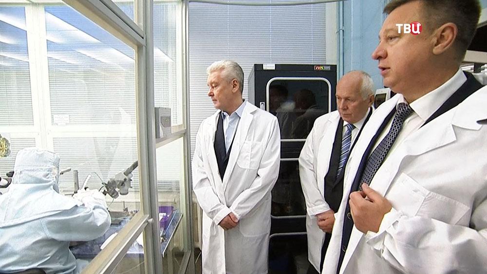 Сергей Собянин в научной лаборатории