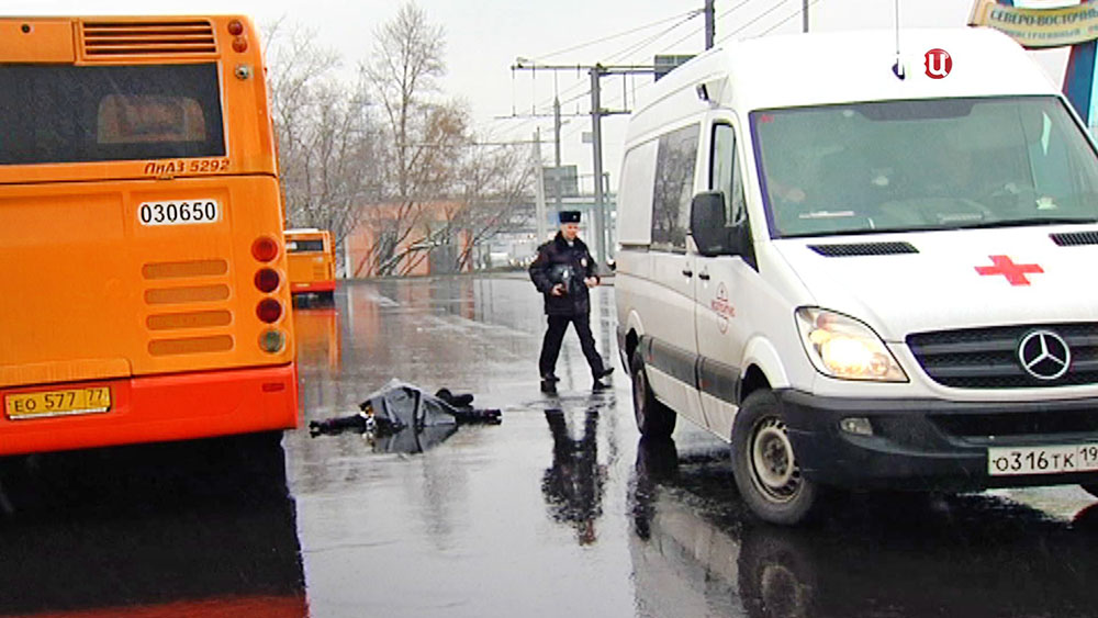 Автобус насмерть сбил женщину