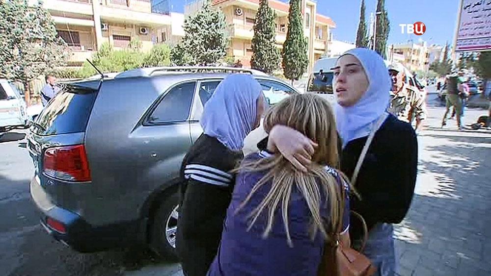 Матери детей, пострадавших при обстреле школы в Сирии