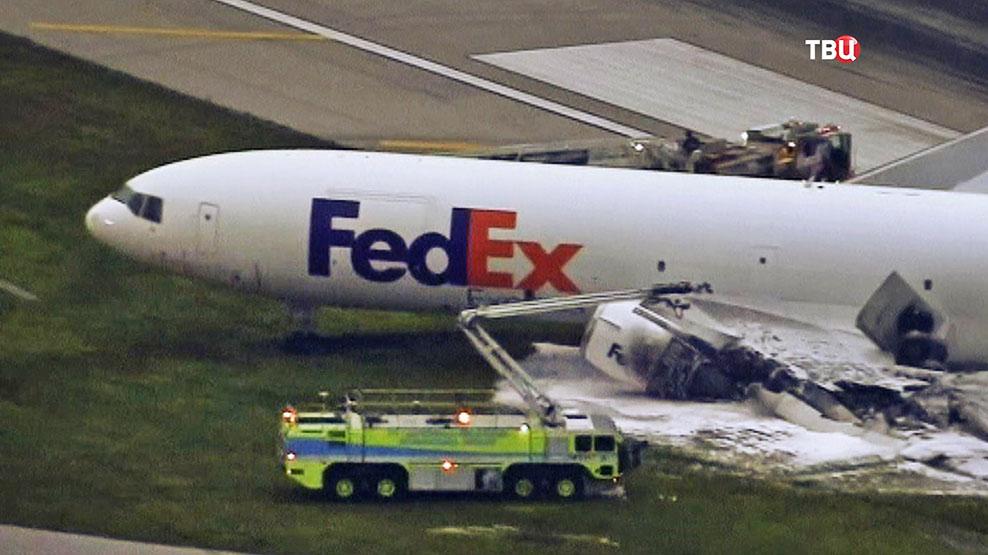 Последствия пожара на самолете службы доставки FedEx
