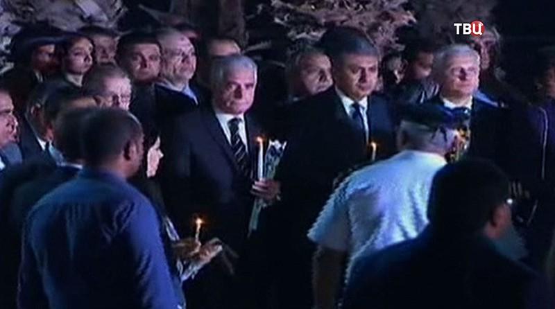 Люди вспоминают жертв крушения А321 на Синае