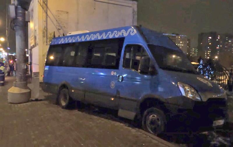 Последствия ДТП с участием маршрутного такси, сбившего пятерых человек на ул. Краснодарская