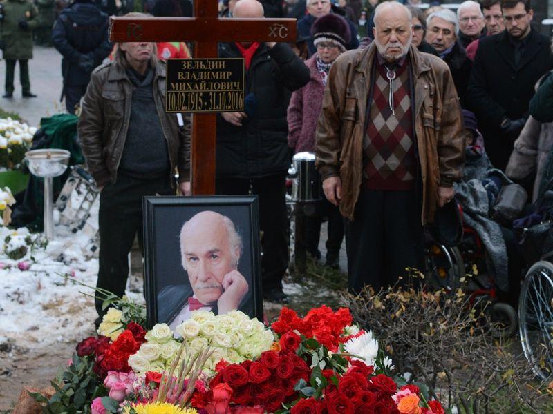 Могила Владимира Зельдина на Новодевичьем кладбище