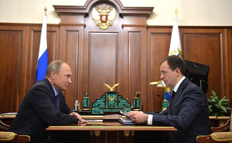 Владимир Путин и глава Минкультуры Владимир Мединский