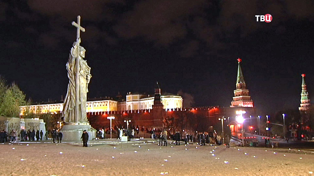 Памятник святому равноапостольному князю Владимиру на Боровицкой площади