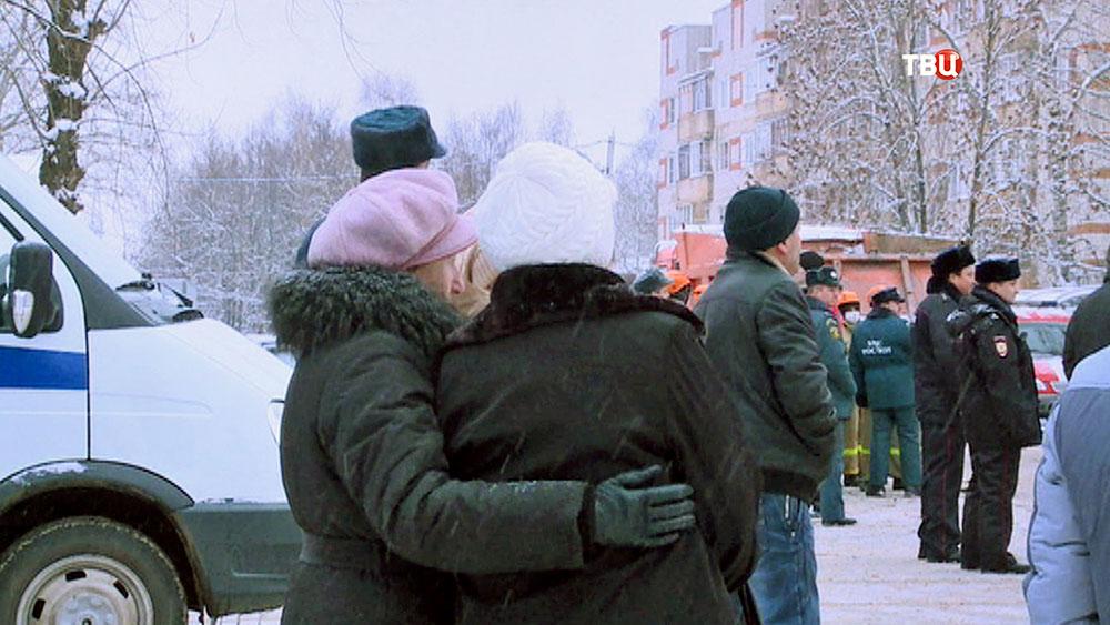 Близкие пострадавших при взрыве газа в Иваново
