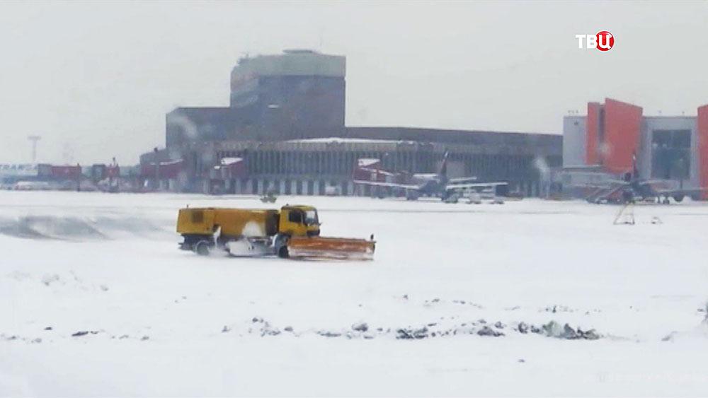 Снегопад в аэропорту