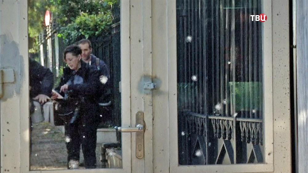 Последствия взрыва у посольства Франции в Афинах