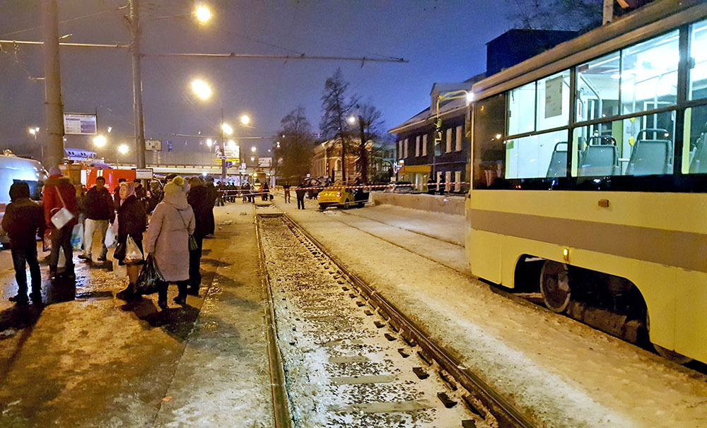 Последствия ДТП с участием такси на остановке общественного транспорта