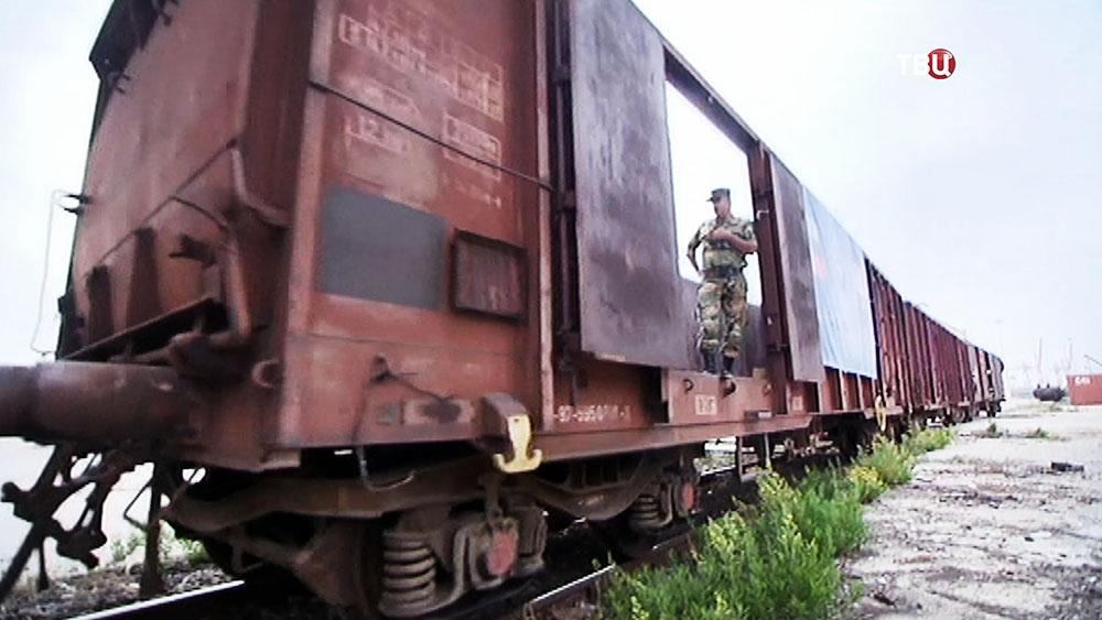 Товарный поезд на железной дороге в Сирии