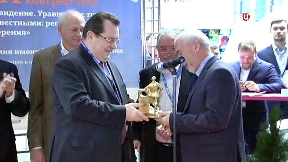Вручение премии имени Зворыкина