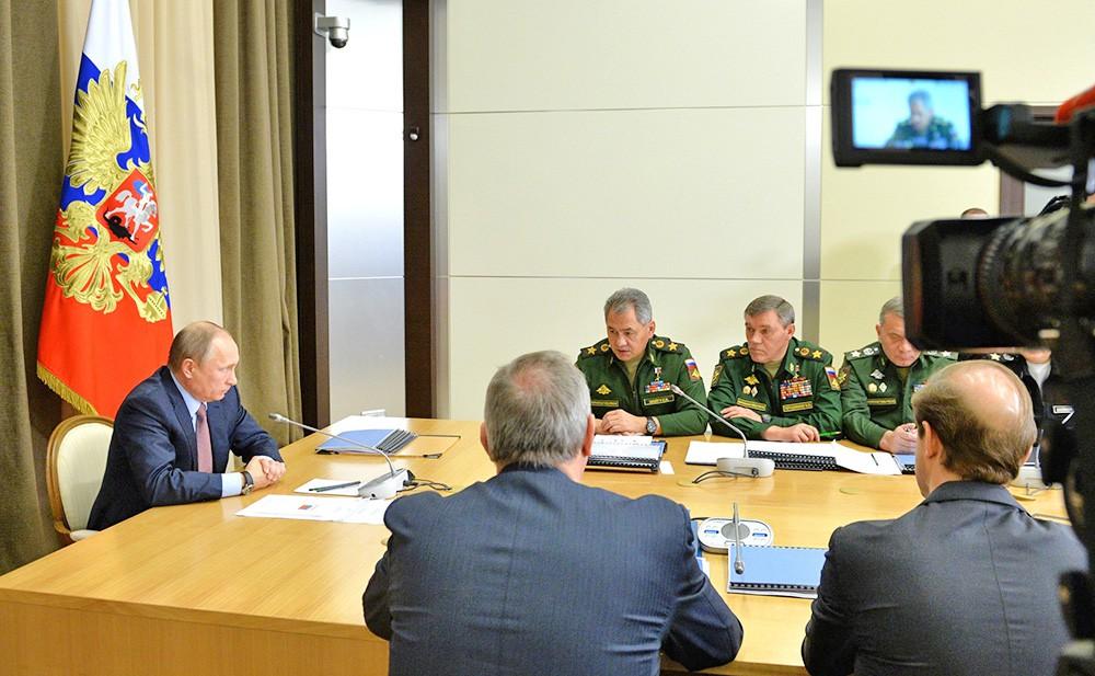 Президент России Владимир Путин на совещании с руководящим составом Министерства обороны