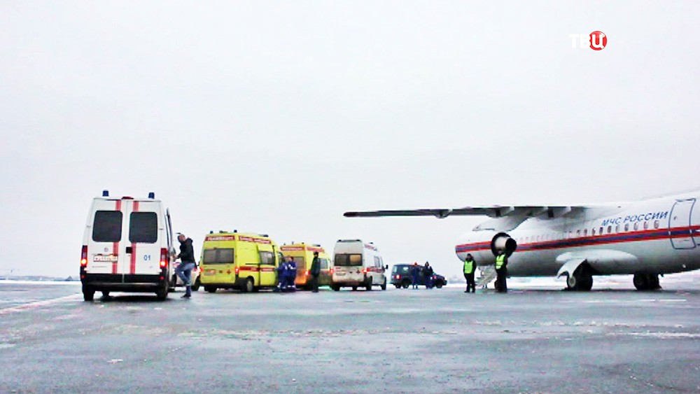 Самолет МЧС в аэропорту