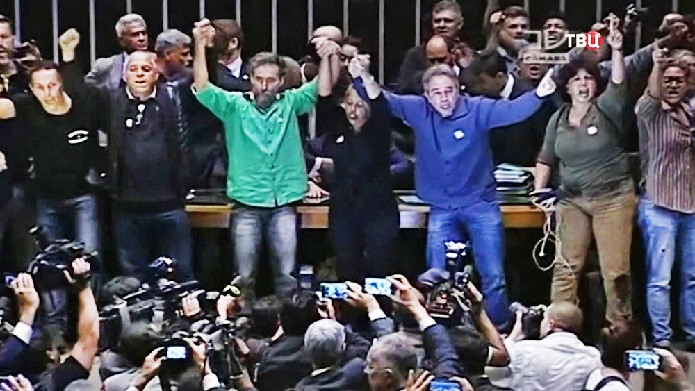 Протестующие в здании парламента Бразилии
