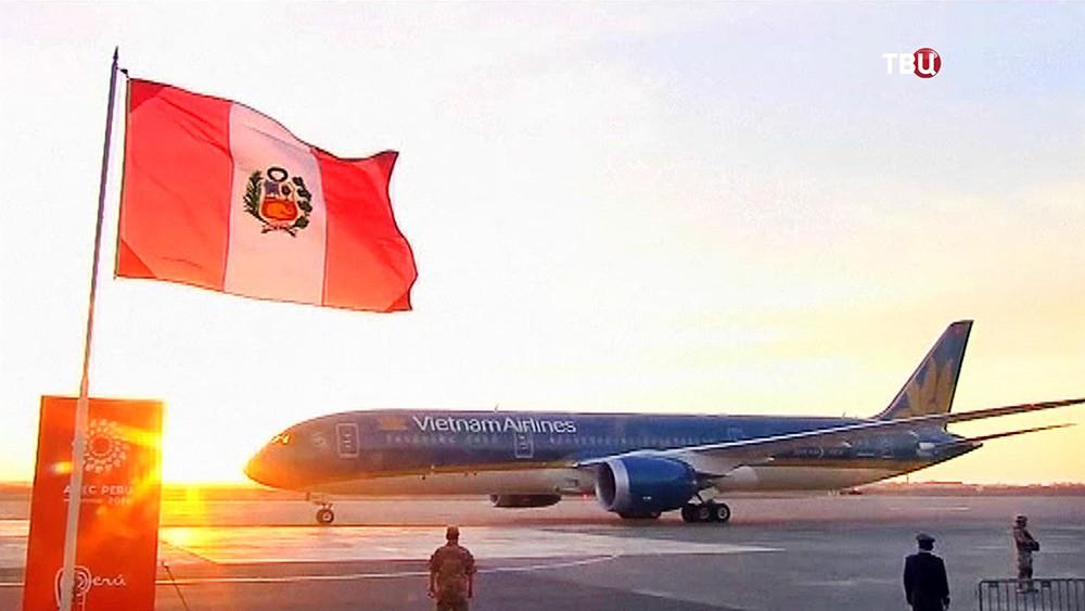 Самолет президента Вьетнама прибыл в Перу