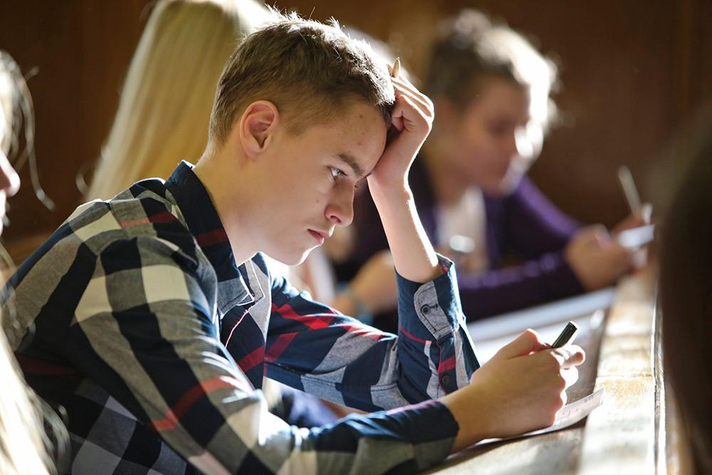 Студенты сдают экзамены
