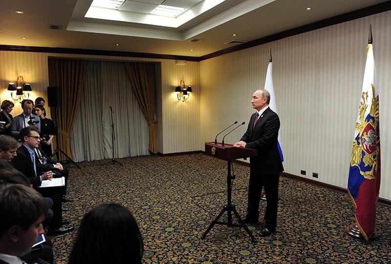 Президент России Владимир Путин на пресс-конференции по итогам встречи лидеров экономик форума АТЭС в Перу