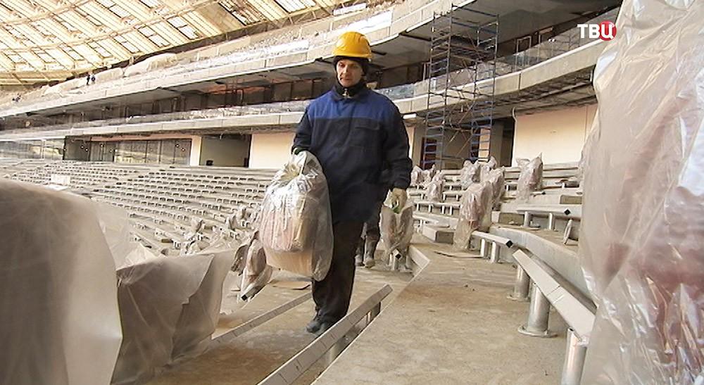 "Установка кресел на стадионе ""Лужники"""