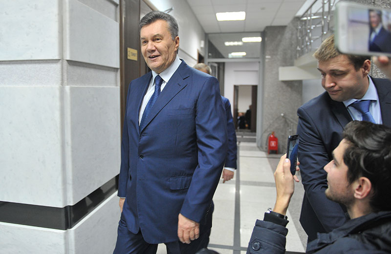 Бывший президент Украины Виктор Янукович во время общения с прессой