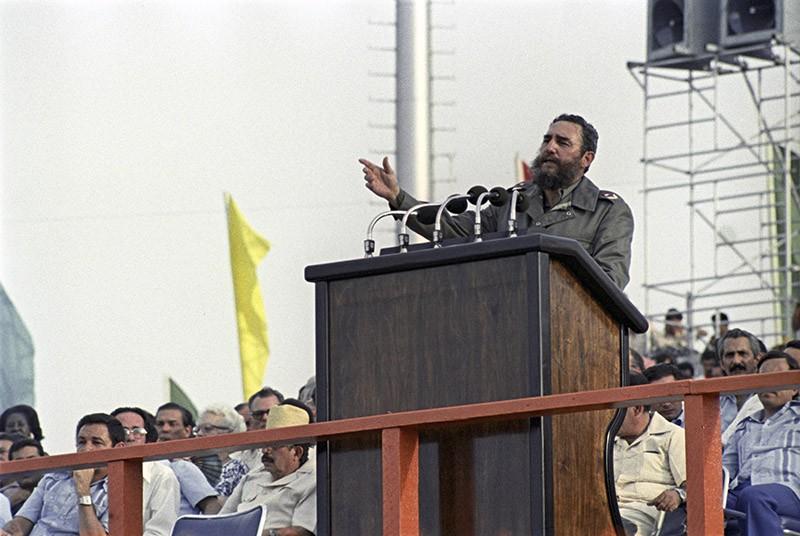Фидель Кастро во время выступления на церемонии закрытия XI Всемирного фестиваля молодежи и студентов, проходившего в Гаване с 29 июля по 7 августа 1978 года