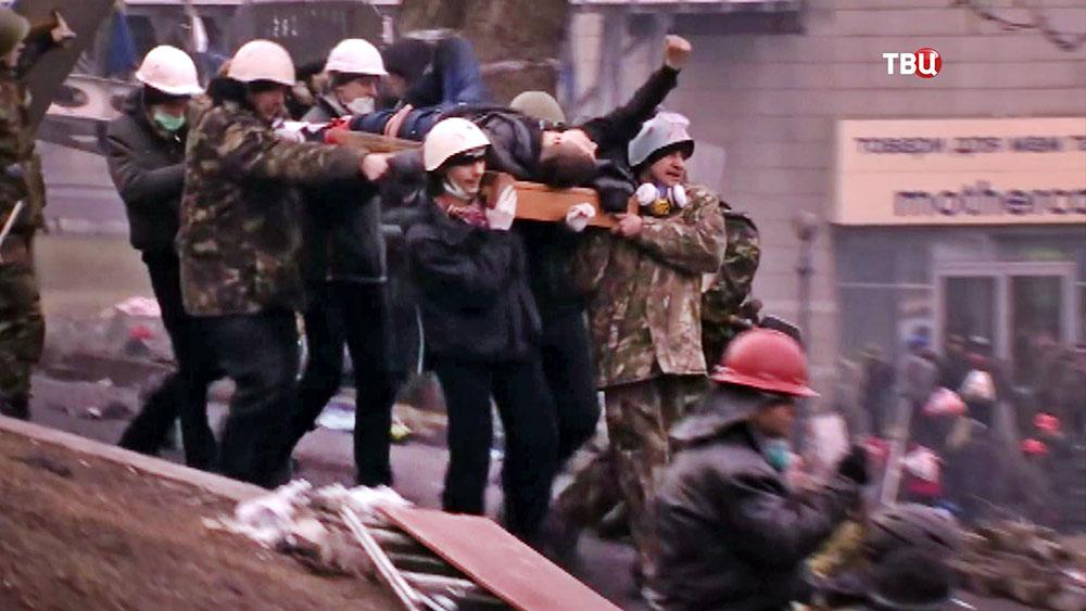 Раненые в столкновениях с полицией во время беспорядков на Майдане 2014 года