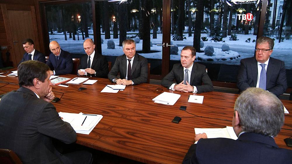 "Дмитрий Медведев на встрече с лидерами партии ""Единая Россия"""