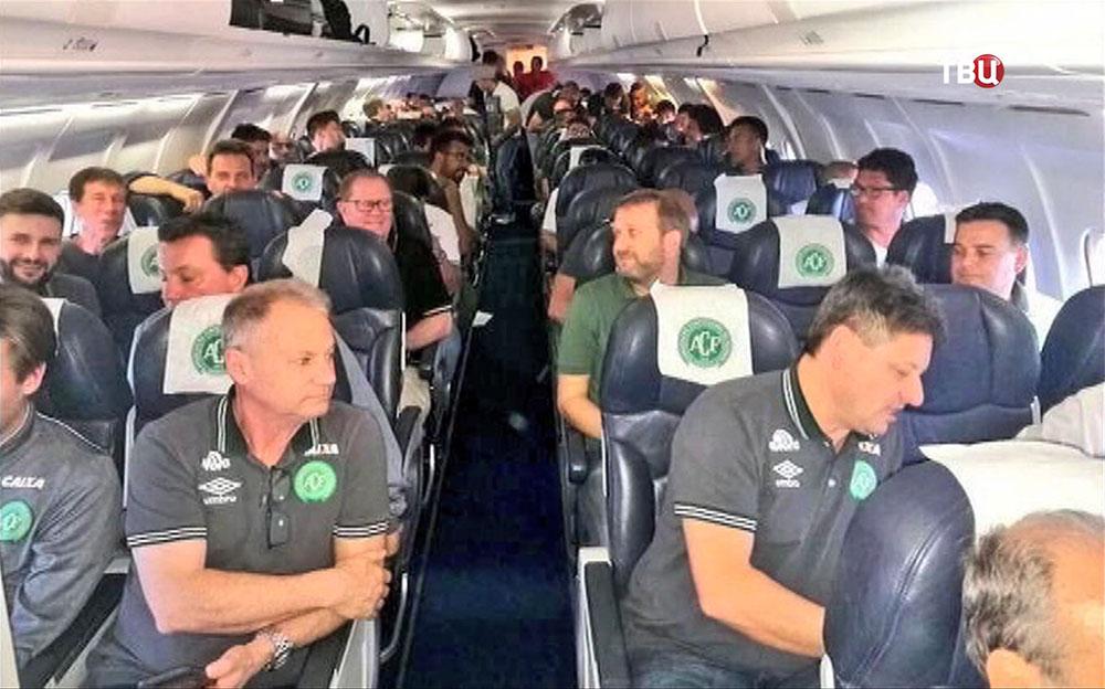 Футбольная команда Колумбии в самолете