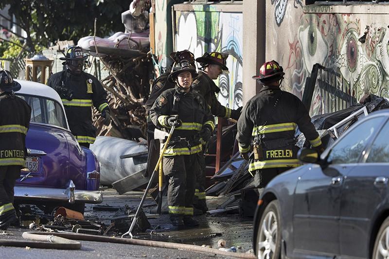 На месте крупного пожара в ночном клубе в штате Окленд, США
