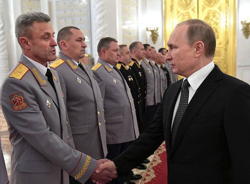 Президент РФ Владимир Путин на встрече с высшими офицерами