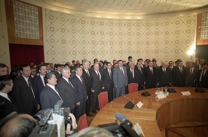 Главы одиннадцати суверенных республик после подписания Декларации о создании СНГ