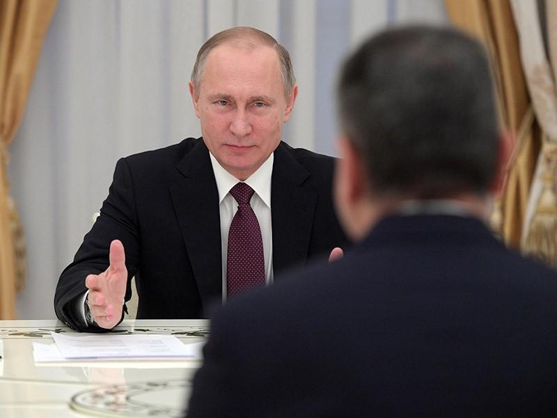 Президент РФ Владимир Путин во время встречи с председателем Коллегии Евразийской экономической комиссии Тиграном Саркисяном