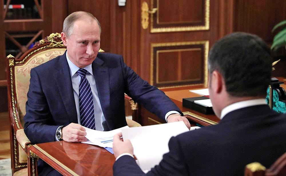 Президент России Владимир Путин и губернатор Тверской области Игорь Руденей