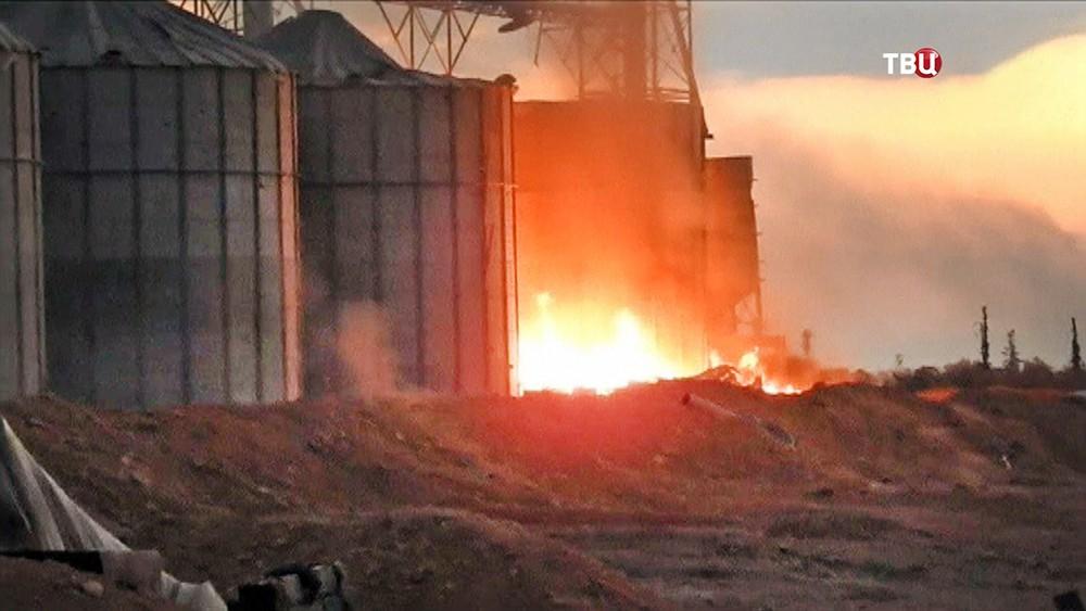 Горящее нефтехранилище в Сирии