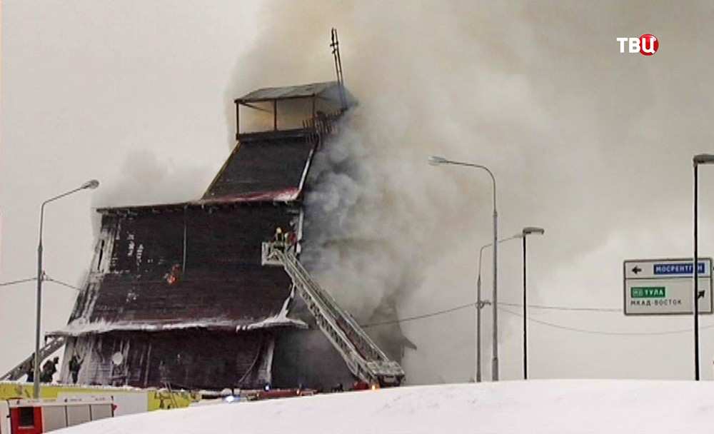 """Пожар на строительном рынке """"Мельница"""""""