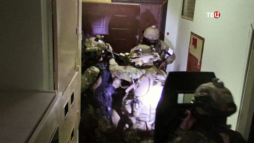 Бойцы ФСБ проводят спецоперацию