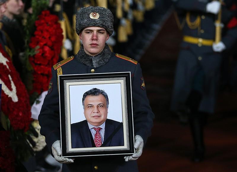 Встреча в Москве самолета с телом посла России в Турции Андрея Карлова, убитого 19 декабря в Анкаре