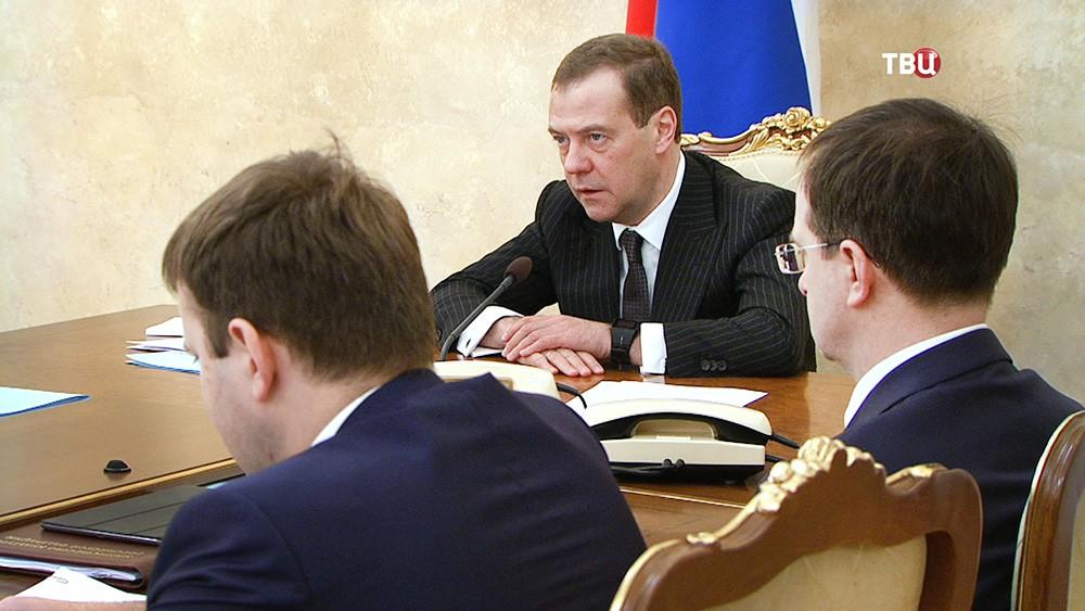 Дмитрий Медведев проводит заседание с членами правительства