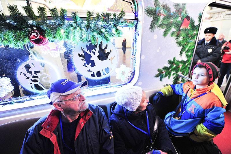 Новогодний поезд в метро